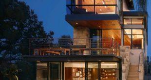 Ein modernes Baumhaus, gebaut für Familienleben in Manhattan Beach