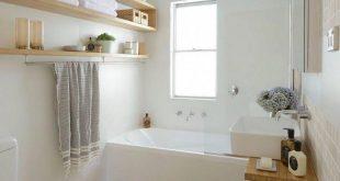 Gäste-Toilette mit Badewanne in hellen Farben - #Badewanne #Farben #Gästetoile...