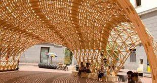 Pavillon mit Struktur im Holzgitter- und Muschelformat. Waldpavillon / nArchitek...
